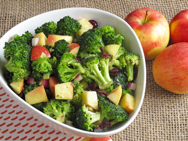 Broccoli Apple Salad - a delightfully crunch side dish that incorporates both fruits and vegetables!