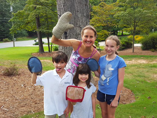 Lesley and kids #RaiseYourMitts for More Family Meals Together