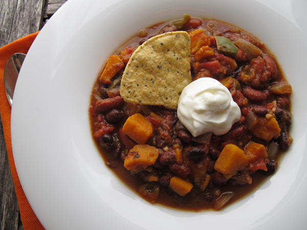 Slow Cooker Vegetarian Sweet Potato Chili - perfect for fall/winter soup season!