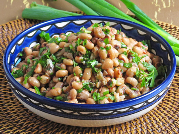Black Eyed Pea Salad is packed with nutrients, delicious and lasts for several days in the refrigerator for a quick lunch